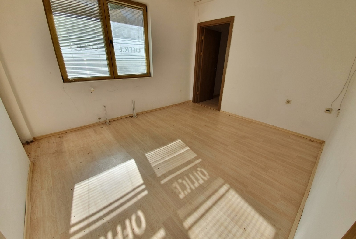 unfurnished apartment with storage room, st.john hill complex