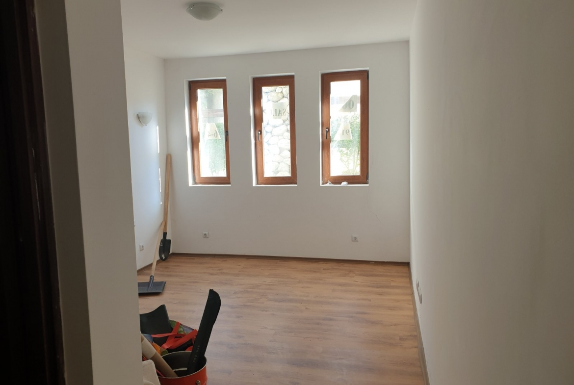 cheap studio with low maintenance fee
