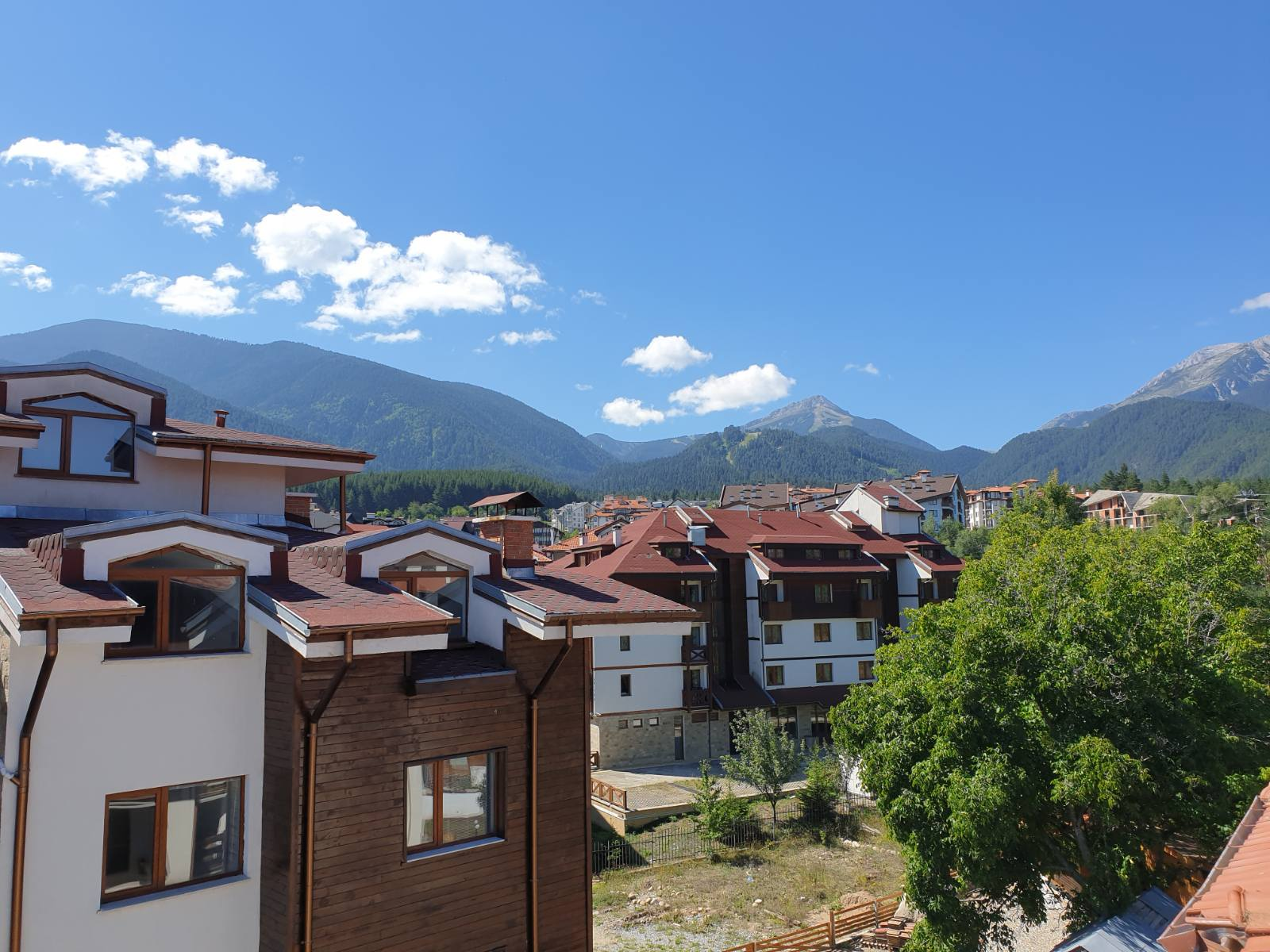sunny one-bedroom apartment 5 minutes from the ski lift in bansko