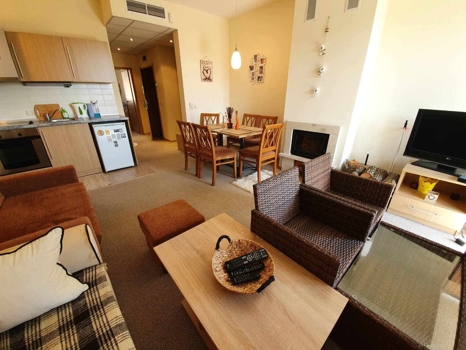 one-bedroom apartment with fireplace for sale, razlog